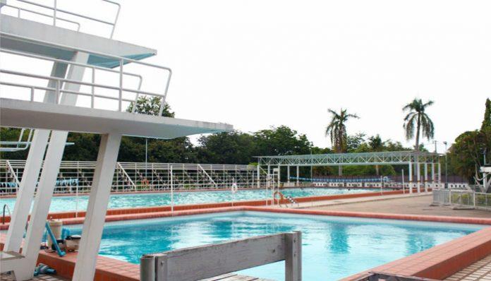 Rujirawong Swimming Pool