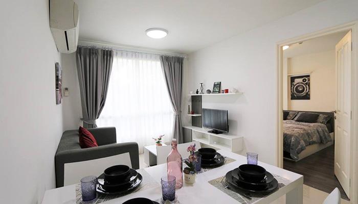 D'Vieng Santitham Living Room